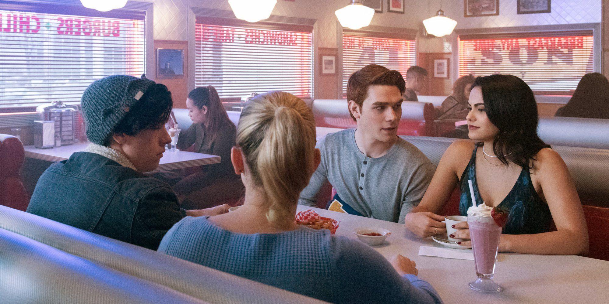Riverdale Season 2 Is 22 Episodes | ScreenRant