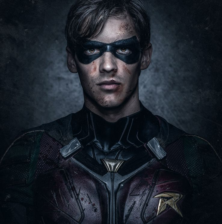 Brenton-Thwaites-Close-up-Robin-Bruised.