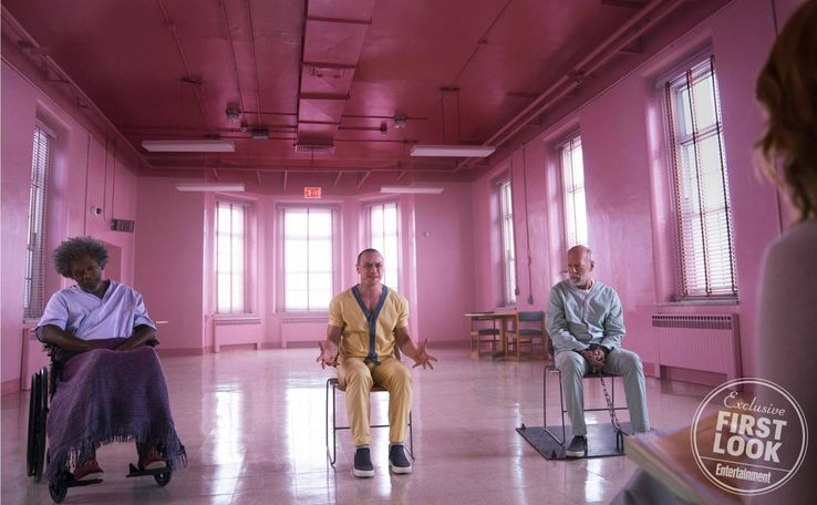 Glass de M Night Shyamalan - Page 2 Samuel-L-Jackson-James-McAvoy-and-Bruce-Willis-in-Glass