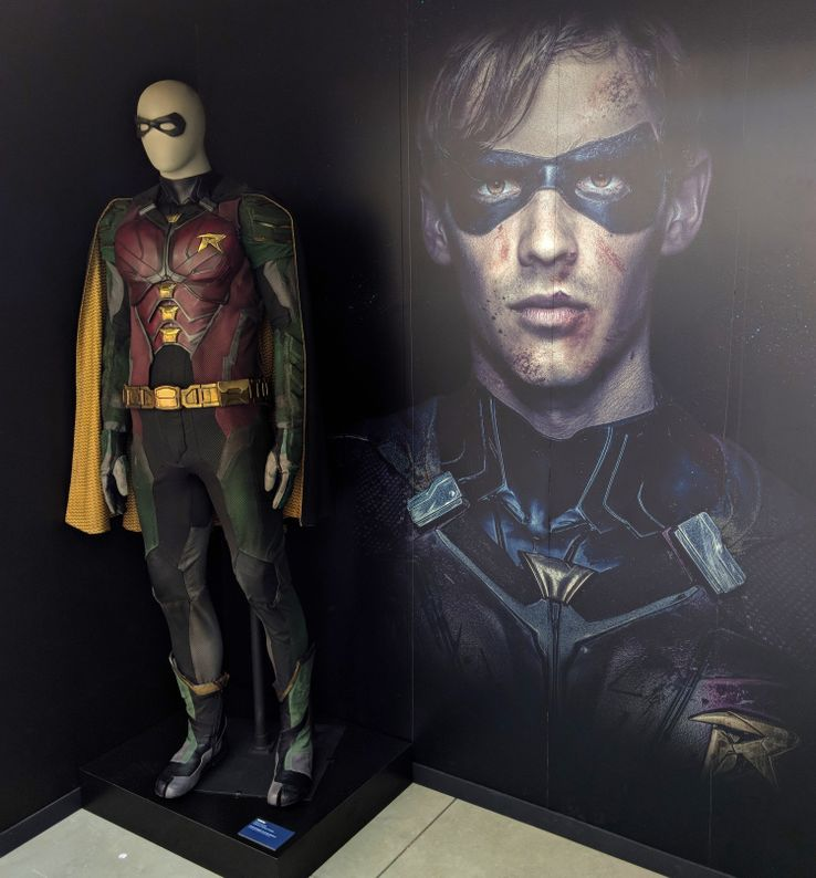 Titans-Robin-Suit-Comic-Con.jpg?q=50&fit