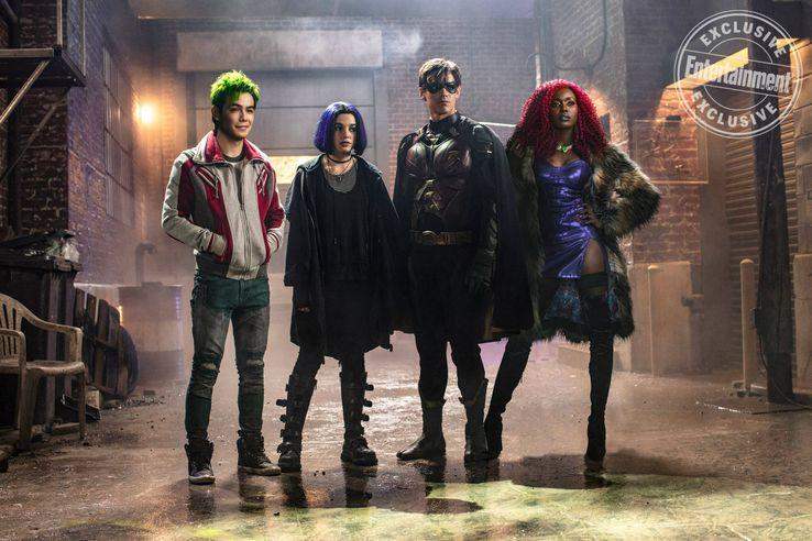 Titans !!( Berlanti/ mais pas Cw :p ) - Page 6 Titans-TV-show-cast-photo
