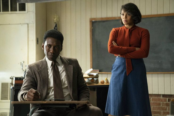 True detective crée par Nic Pizzolatto - Page 10 Mahershala-Ali-and-Carmen-Ejogo-in-True-Detective-season-3