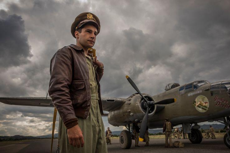 Джордж Клуни в военном сериале 3