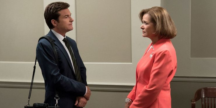 https://static3.srcdn.com/wordpress/wp-content/uploads/2019/10/Entry-4-Arrested-Development-Jason-Bateman-as-Michael-Bluth-and-Jessica-Walter-Lucille-Bluth.jpg?q=50&fit=crop&w=740&h=370