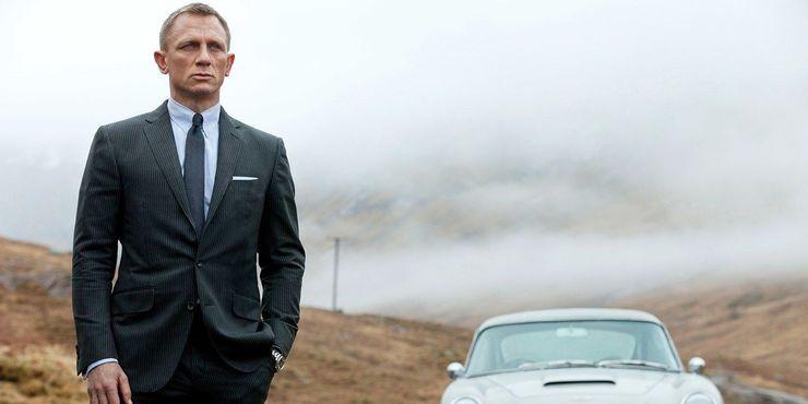 James Bond Daniel Craig S 10 Coolest Outfits As 007 Why