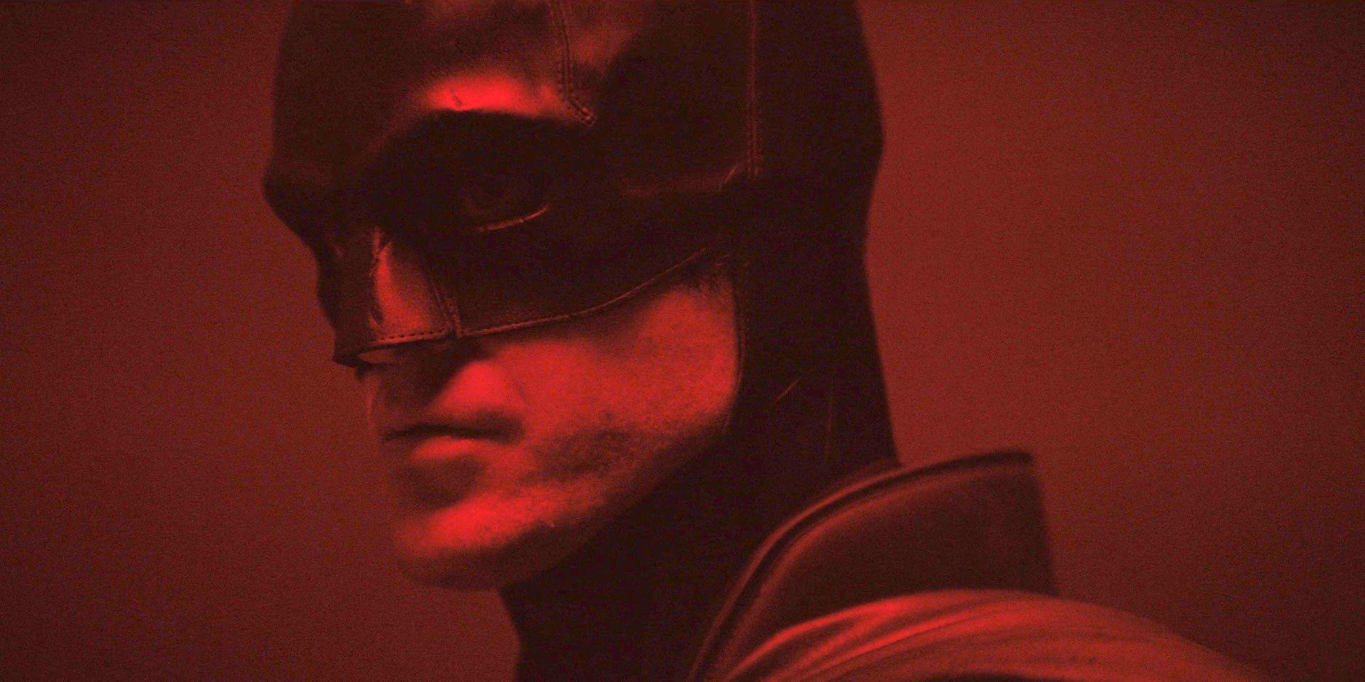 Batman: Robert Pattinson's Full Batsuit & Batcycle Revealed In Photos