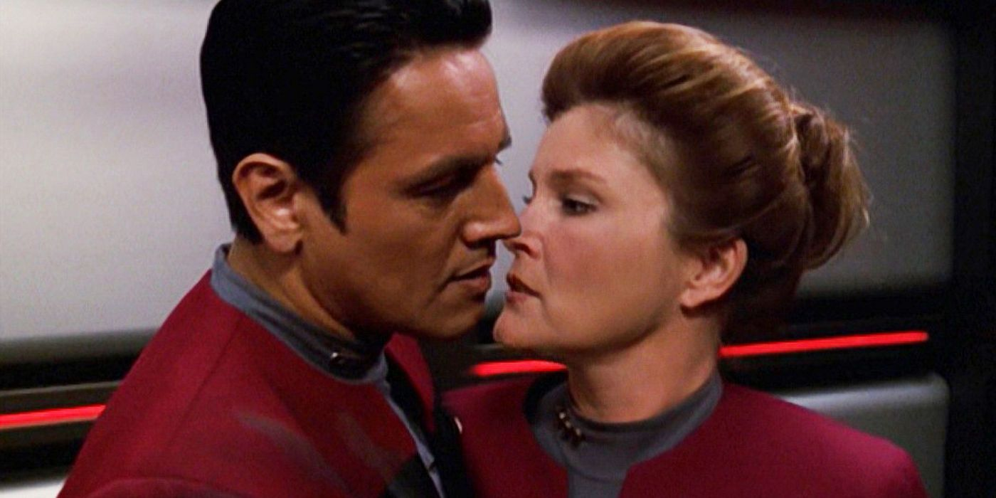 Star Trek Voyager: Why Janeway & Chakotay Never Became A Couple