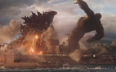 Godzilla-punches-Kong-back-in-new-traile