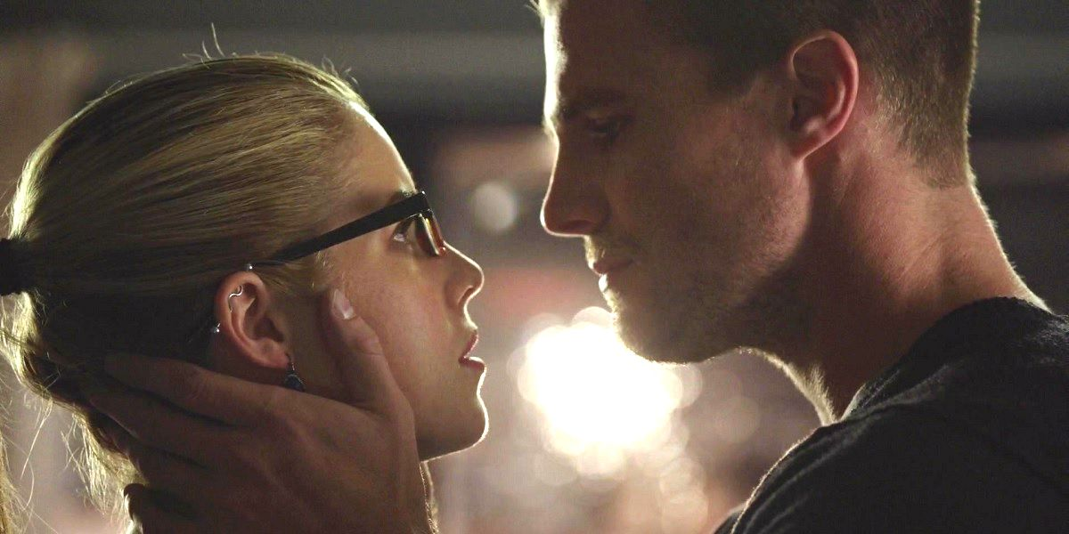 Arrow: 20 Things That Make No Sense About Felicity And Oliver's Relationship